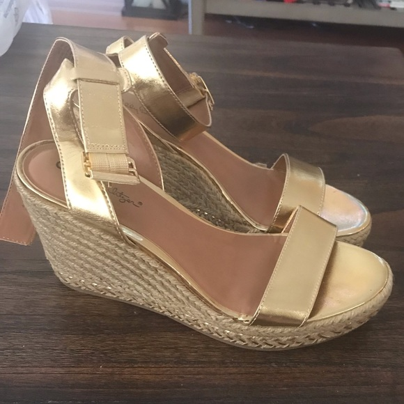 87409af411d Lilly Pulitzer for Target Shoes - Eeeeeeuc! Lilly pulitzer gold sandal  wedges sz 6.5